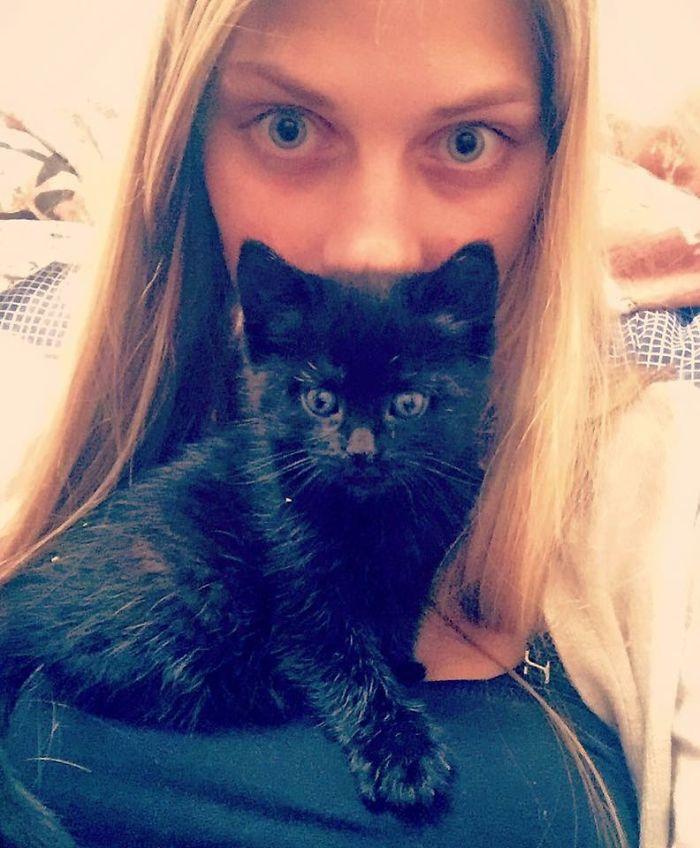 латвийка с кошкой Ловеллой